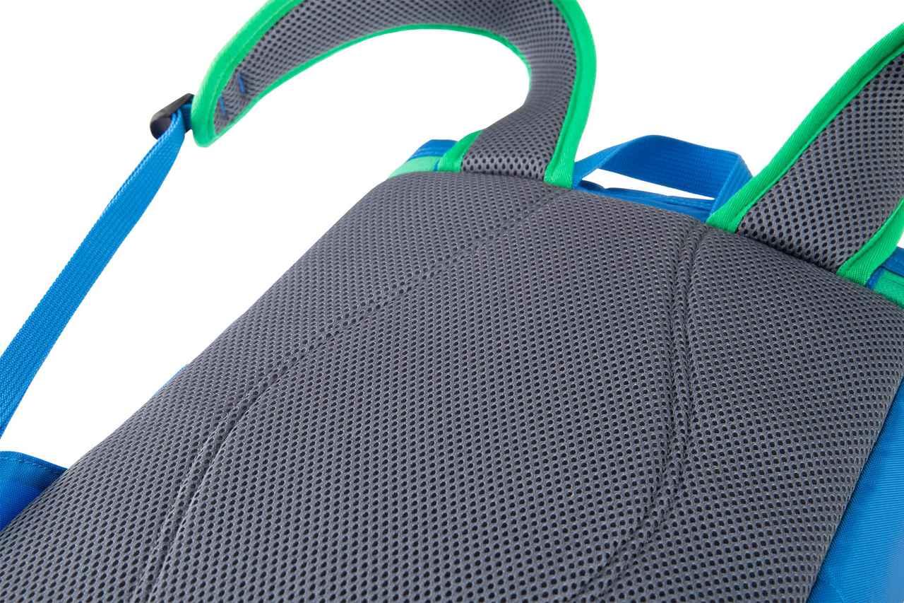 画像: 背面は通気性の良いメッシュ素材を使用