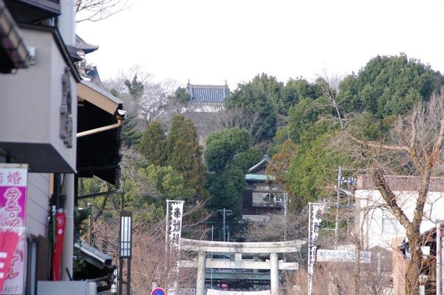 画像: 筆者撮影 犬山城下町から犬山城を見たところ