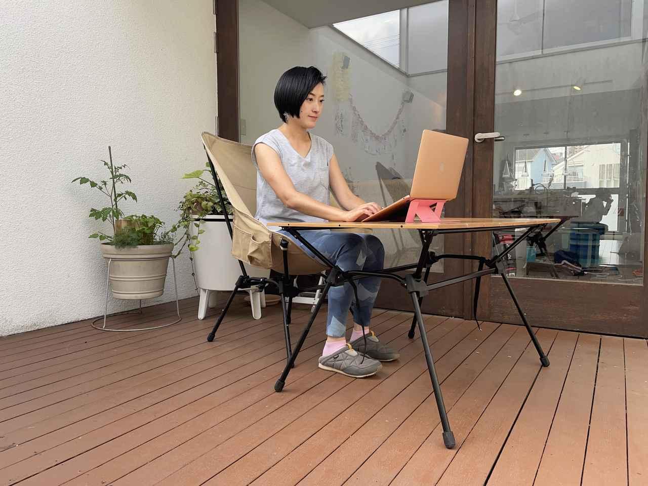 画像: 筆者撮影:仕事モードの時は背筋が自然と伸びるような高さがぴったり!