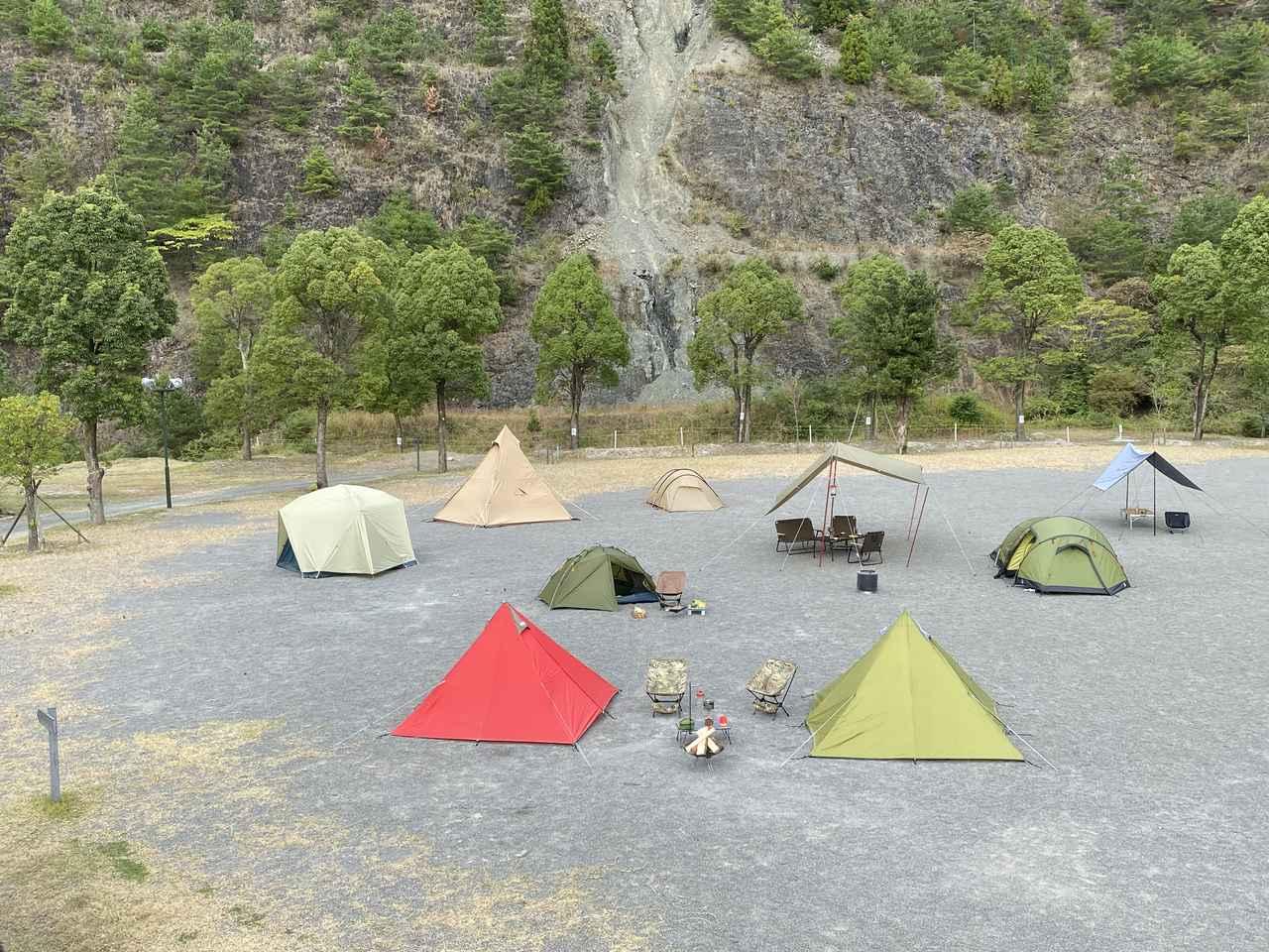 画像: 青川峡キャンピングパーク提供 かもしかキャンプフィールド(フリーサイト)