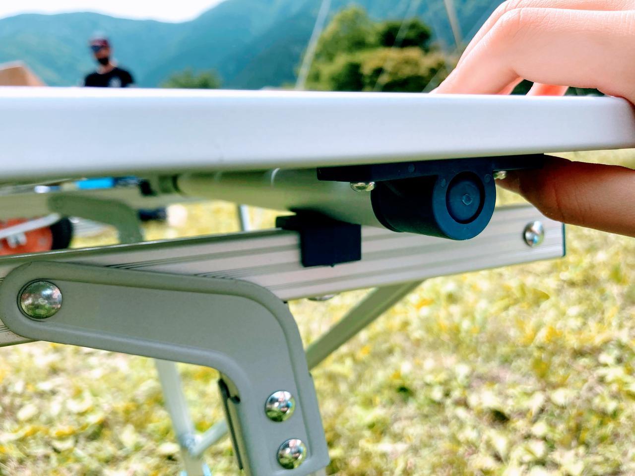 画像2: デカトロン QUECHUA (ケシュア)アルミ折りたたみテーブルは無段階調節可能だからどんな地面でもOK!ファミリーキャンプにオススメ