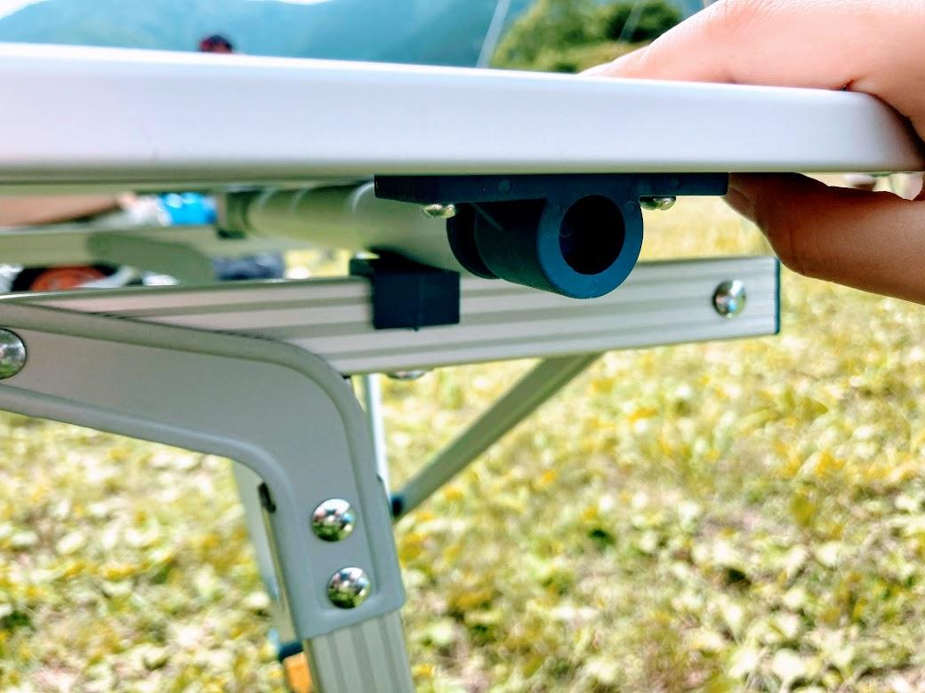 画像1: デカトロン QUECHUA (ケシュア)アルミ折りたたみテーブルは無段階調節可能だからどんな地面でもOK!ファミリーキャンプにオススメ