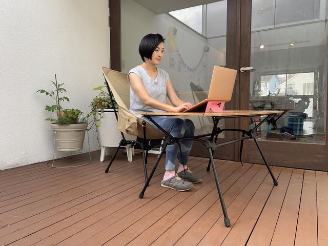 画像: 筆者撮影:ハイスタイルは仕事テーブルとしてもすごく使いやすい!DODのスゴイッスとの相性もバッチリ