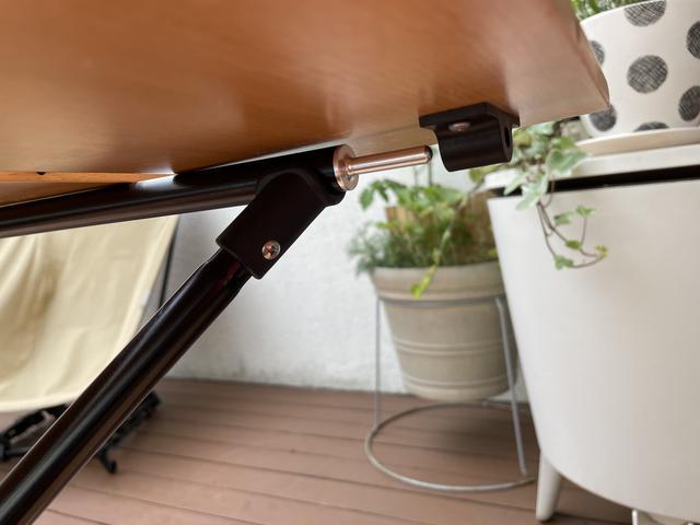 画像: 筆者撮影:「しっかり差し込む」という方式の天板