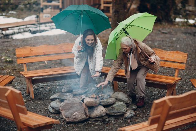 画像: 雨天の焚火には「タープ」が重要!コットンやポリコットン製など難燃素材がベスト!タープガードも考慮