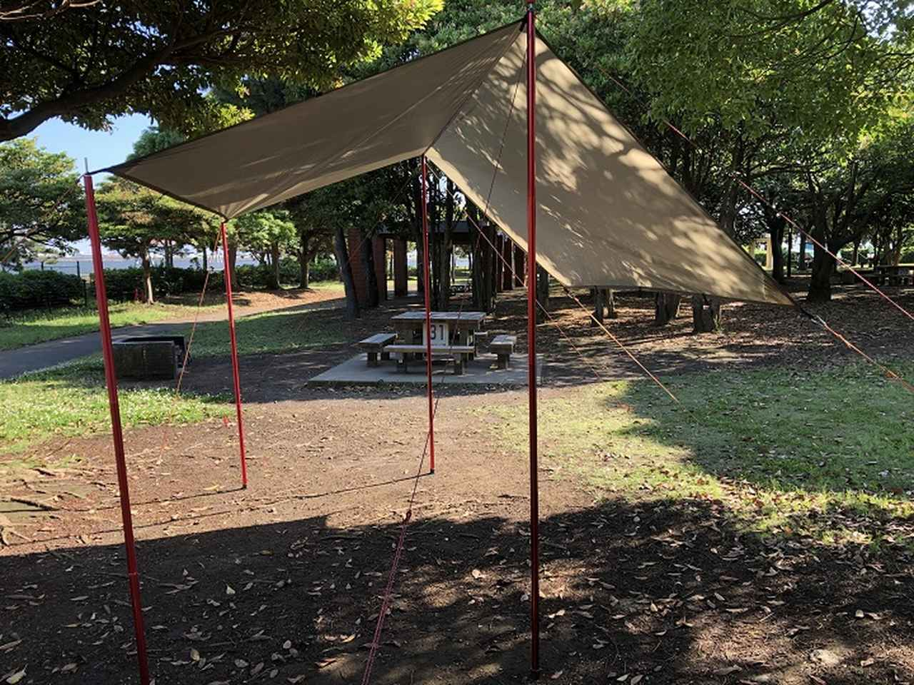画像: オープンタープの基本的な張り方を伝授 一人で簡単設営! 雨・風が強い日のポイントも紹介 - ハピキャン(HAPPY CAMPER)