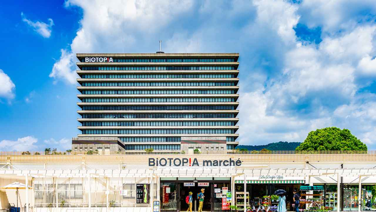 画像: 北側エリアにあるマルシェ棟とオフィス棟