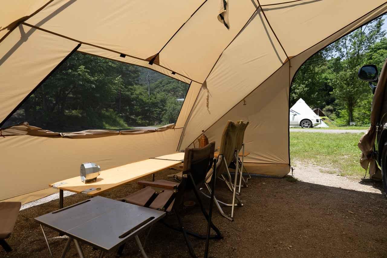 画像: 筆者撮影 意外と広々していて快適なテント内です。