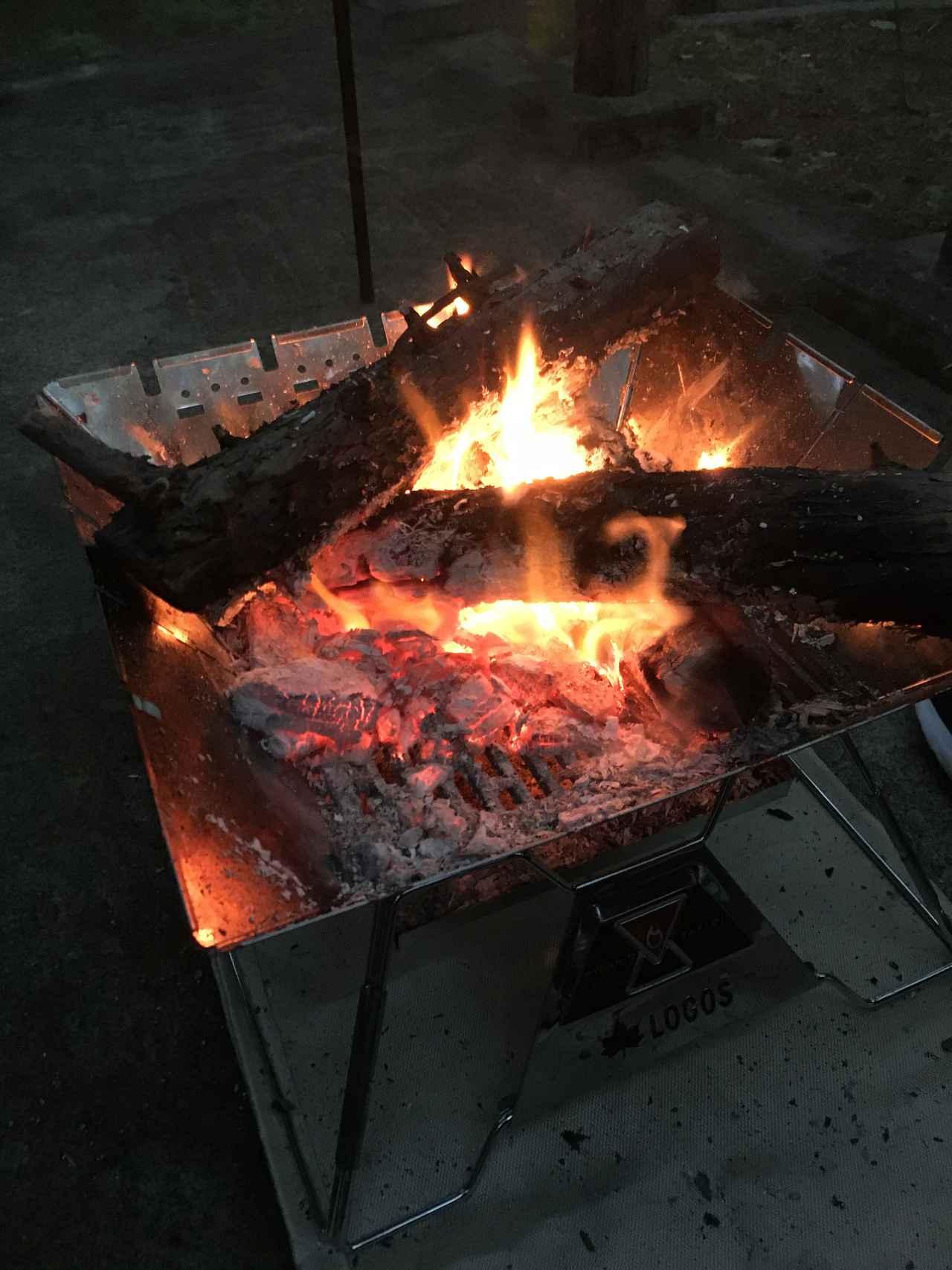 画像: 筆者撮影 ゴトクを外して大きい薪をボンボコ投入してみた図