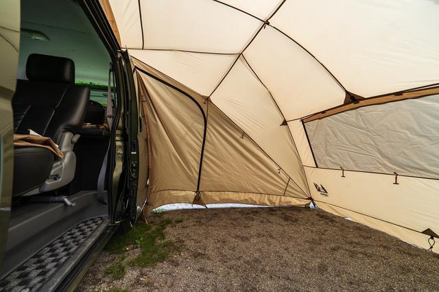 画像: 筆者撮影 出入り口もメッシュパネルの窓もフルクローズできるからプライベート空間の確保もバッチリ