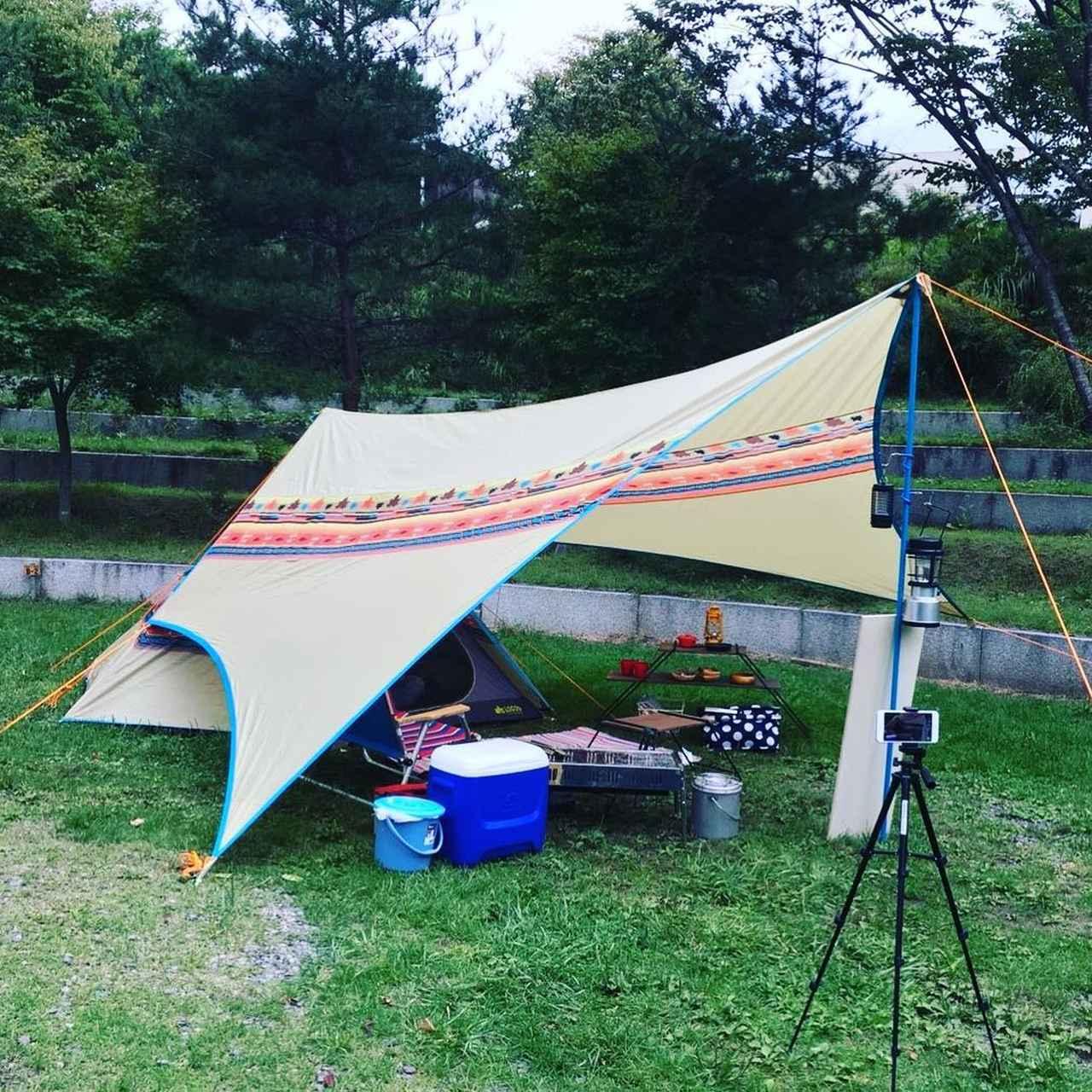 画像: タープとは? タープの種類とテント横への配置方法 キャンプ初心者の疑問解決 - ハピキャン キャンプ・アウトドア情報メディア