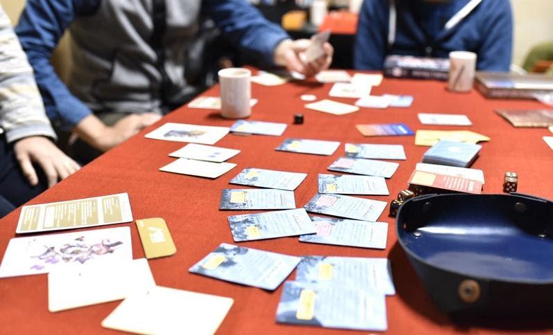 画像: 【おすすめボードゲームシリーズ・オフライン編】レジスタンス:アヴァロンなどワイワイ楽しい心理戦ゲーム - ハピキャン|キャンプ・アウトドア情報メディア