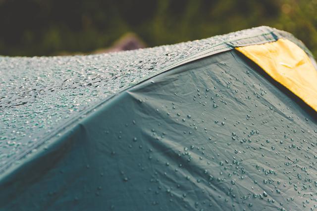 """画像: そもそも""""雨キャンプ""""ってできるの? あなたの雨キャンプエピソードを教えて!"""