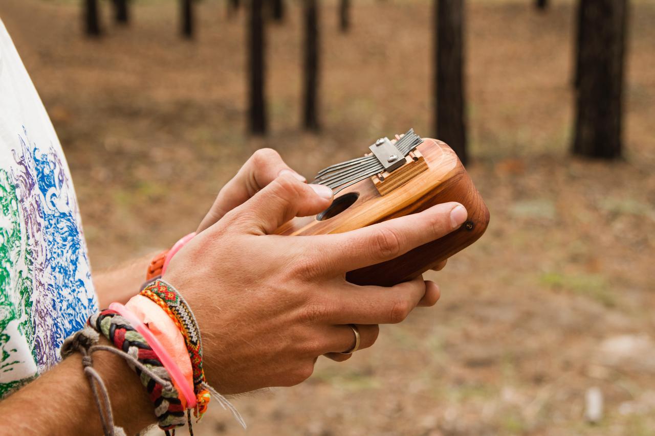 画像: 【100均DIY】オルゴールのような音色でキャンプで盛り上がる「カリンバ」を自作! - ハピキャン キャンプ・アウトドア情報メディア