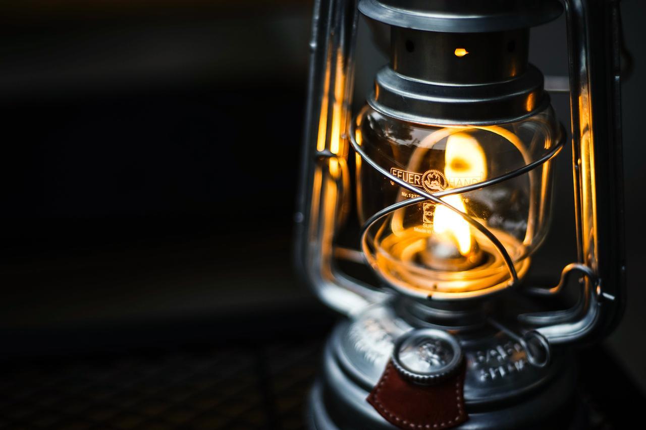 画像: ランタンとコーヒーとお気に入りのBGM 好きなものに囲まれて雨の空気感を楽しめる