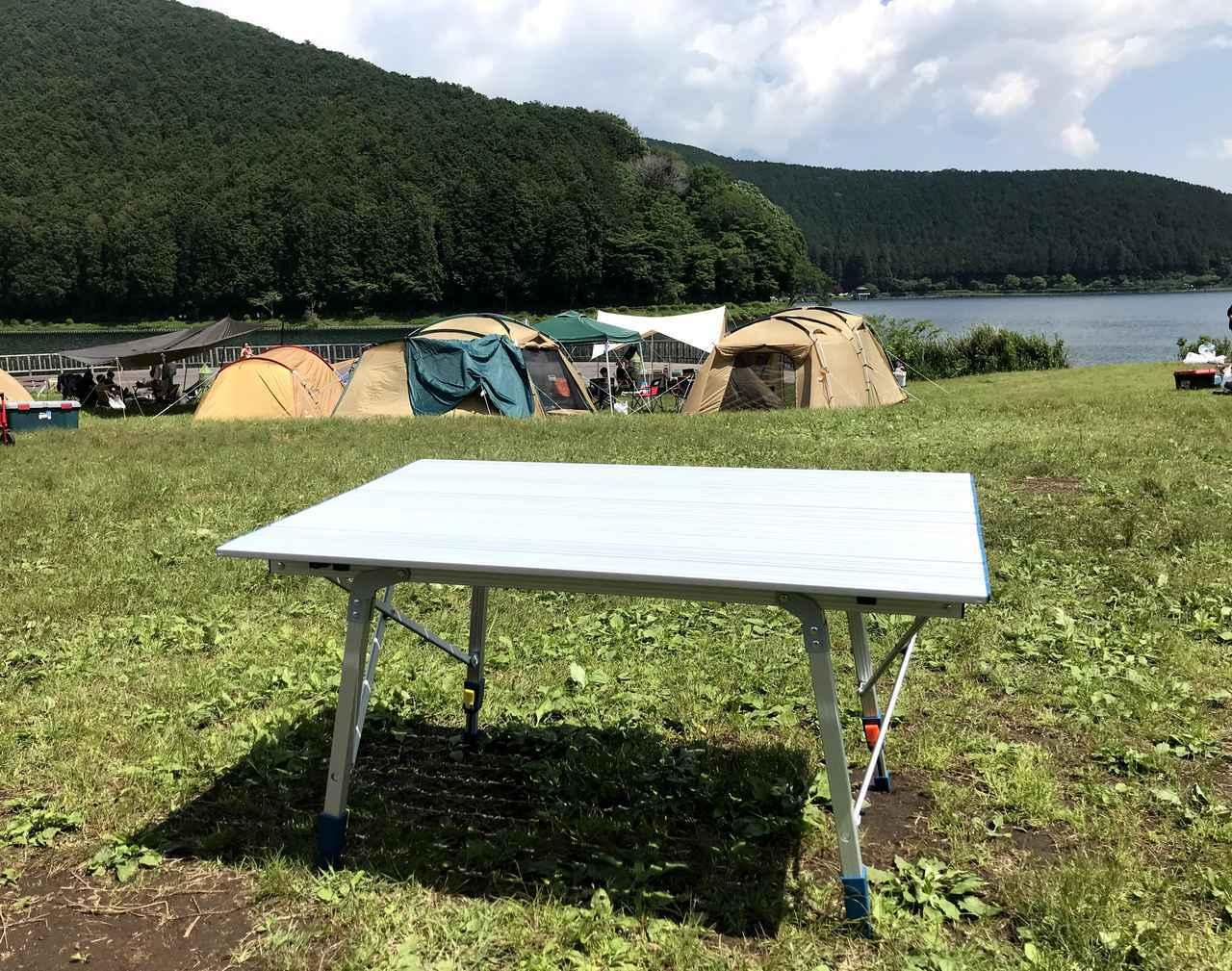 画像: デカトロン QUECHUA (ケシュア)アルミ折りたたみテーブルは無段階調節可能だからどんな地面でもOK!ファミリーキャンプにオススメ - ハピキャン|キャンプ・アウトドア情報メディア