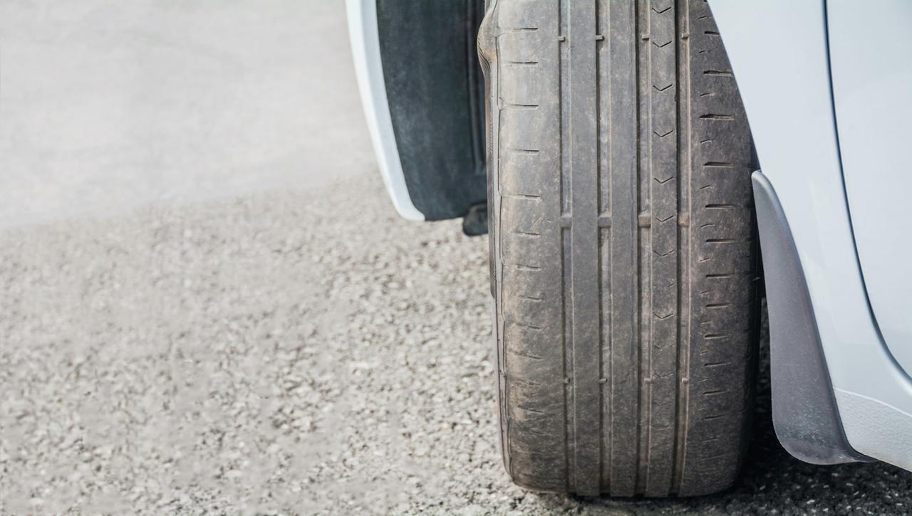 画像: (2)安全に走行するためには『タイヤ』のチェックが必要! 空気圧が低いとバーストする危険がある