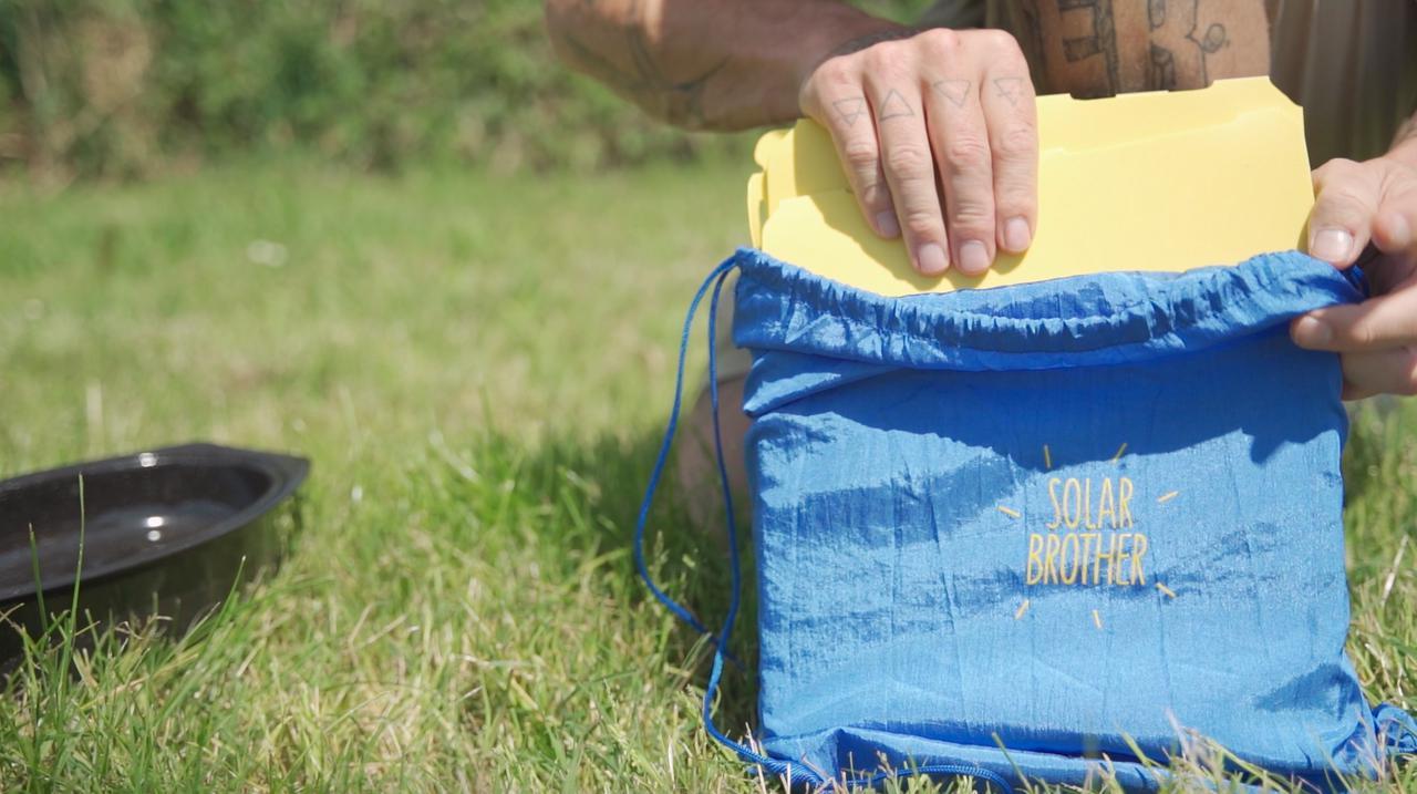 画像: NEWタイプはブルーのバッグが目を惹きます。