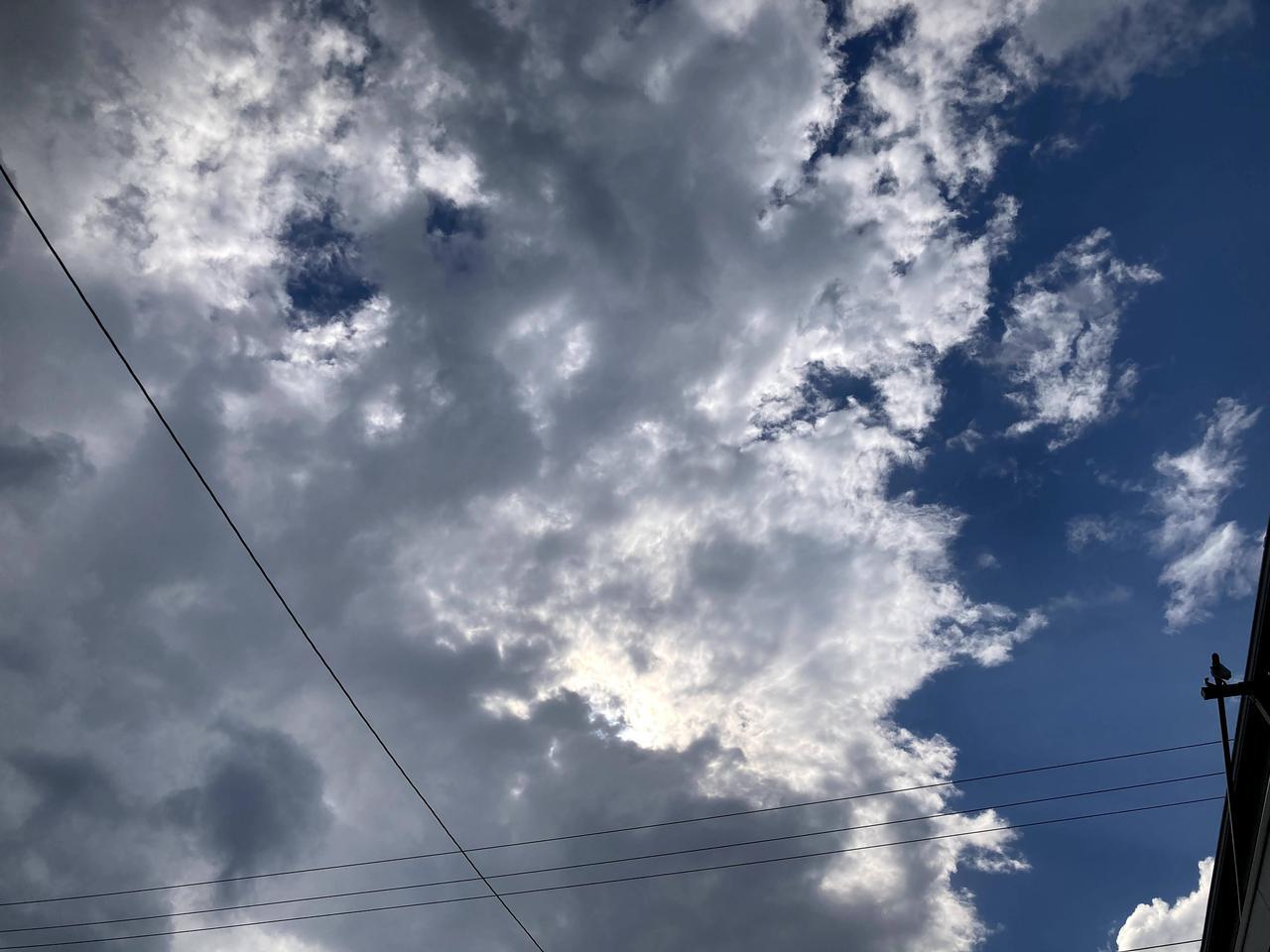 画像: 風がある日は、太陽が雲に隠れると、あっという間に温度が下がります。