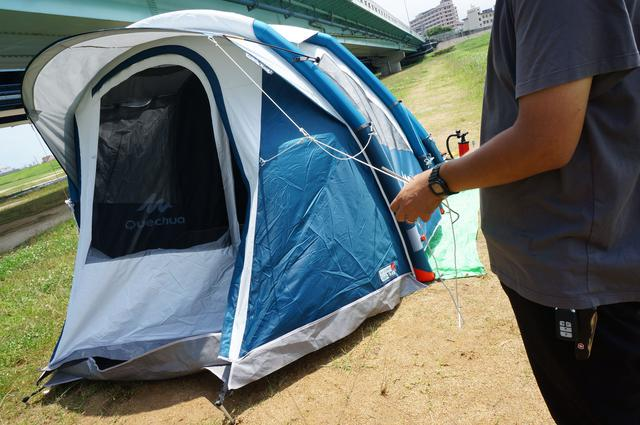 画像: 筆者撮影「あらかじめロープがテントに固定されています」