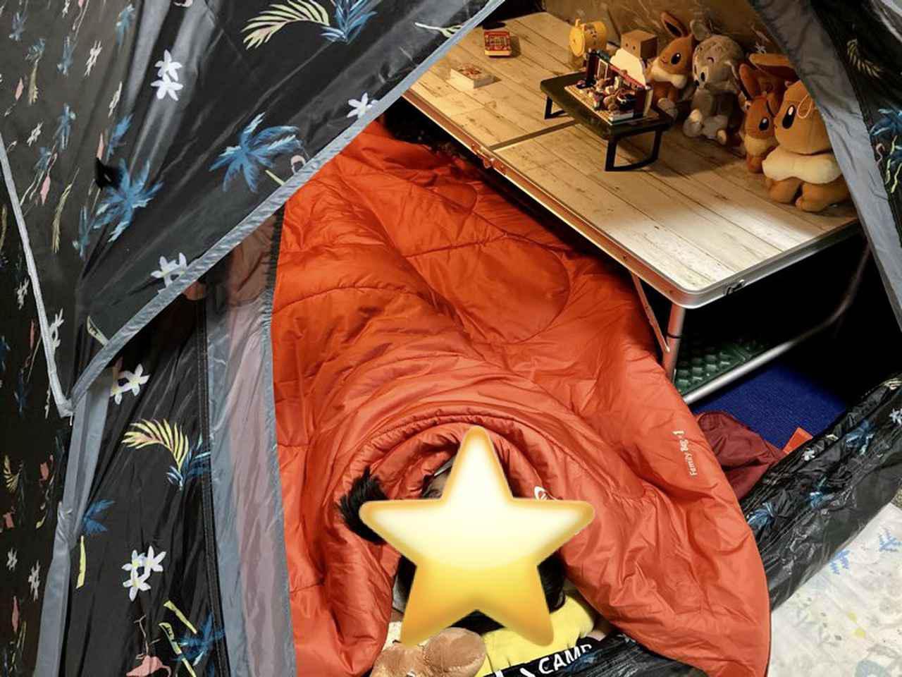 画像: 筆者撮影 おうちキャンプ中はお昼寝布団として娘達に大人気