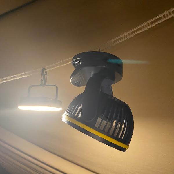 画像: 充電式卓上扇風機