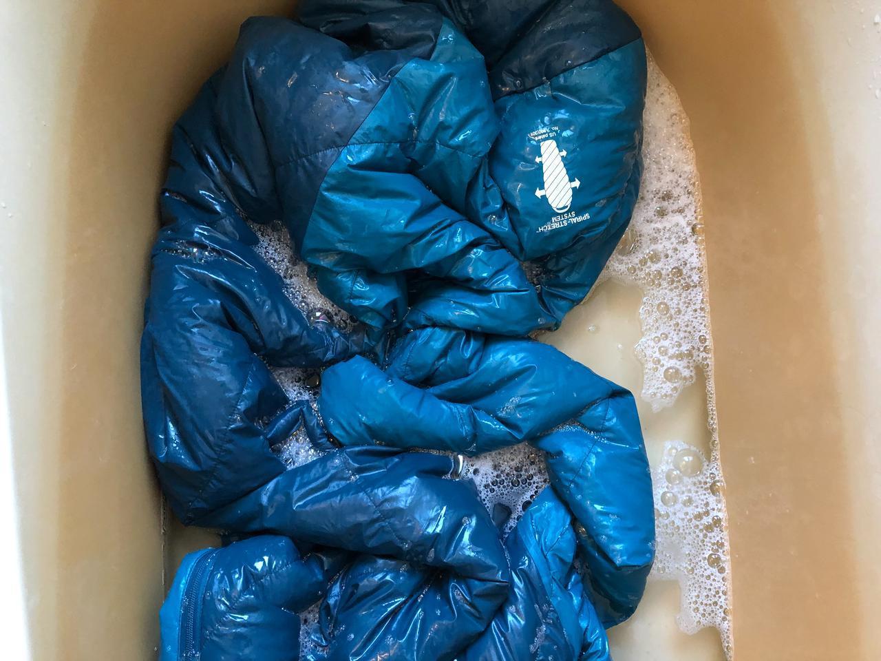 画像: シュラフ(寝袋)の洗濯法をキャンプ場スタッフが解説 モンベルのダウン用洗剤も紹介 - ハピキャン|キャンプ・アウトドア情報メディア