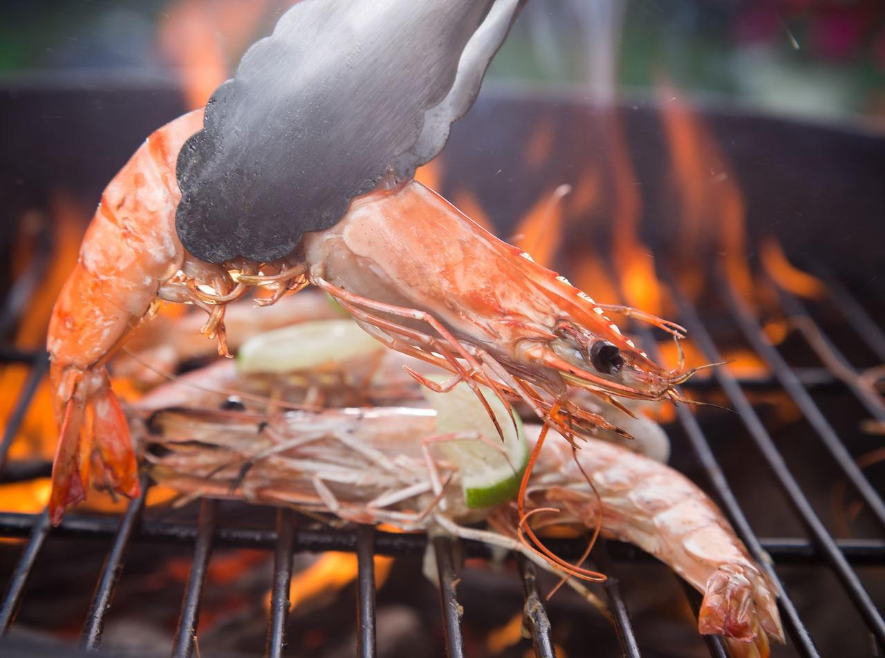 画像: 【レシピ公開】子どもとBBQ ホタテ・エビを使った簡単海鮮バーベキューレシピ3選 - ハピキャン キャンプ・アウトドア情報メディア