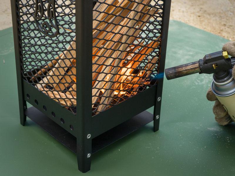 画像: 着火させやすく、燃焼効率の良いスチールメッシュ