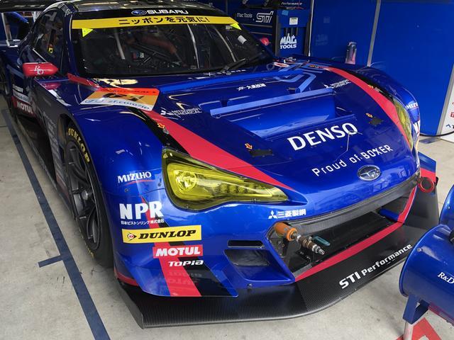 画像: 私たちが取材をしているチームのひとつ、SUBARU R&D Sportsの車、BRZです!かっこいい〜!