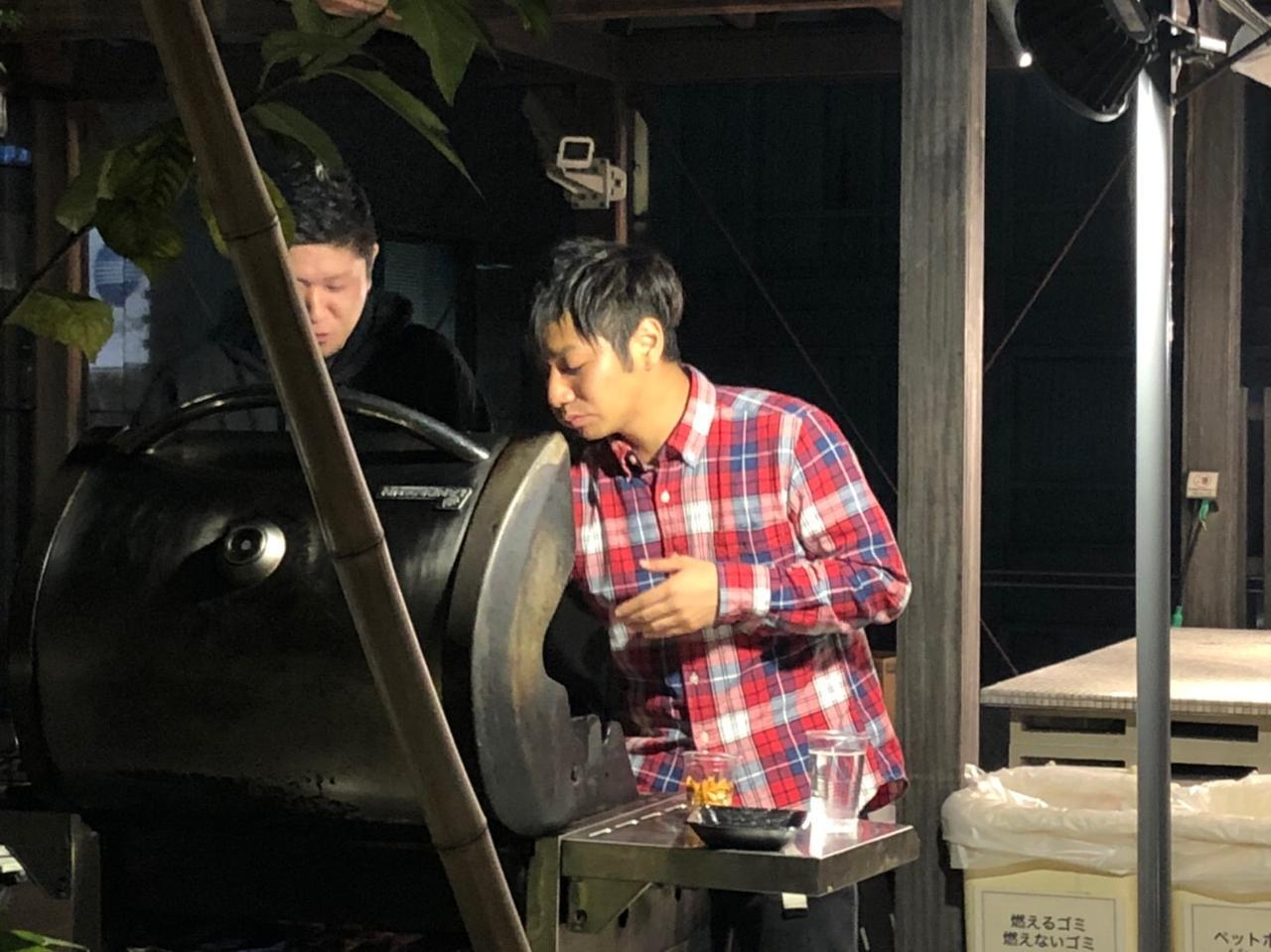 画像: 必死に肉を焼く大久保AD、本社に行ってもがんばってね!岡田Dはピンチヒッターありがとう!