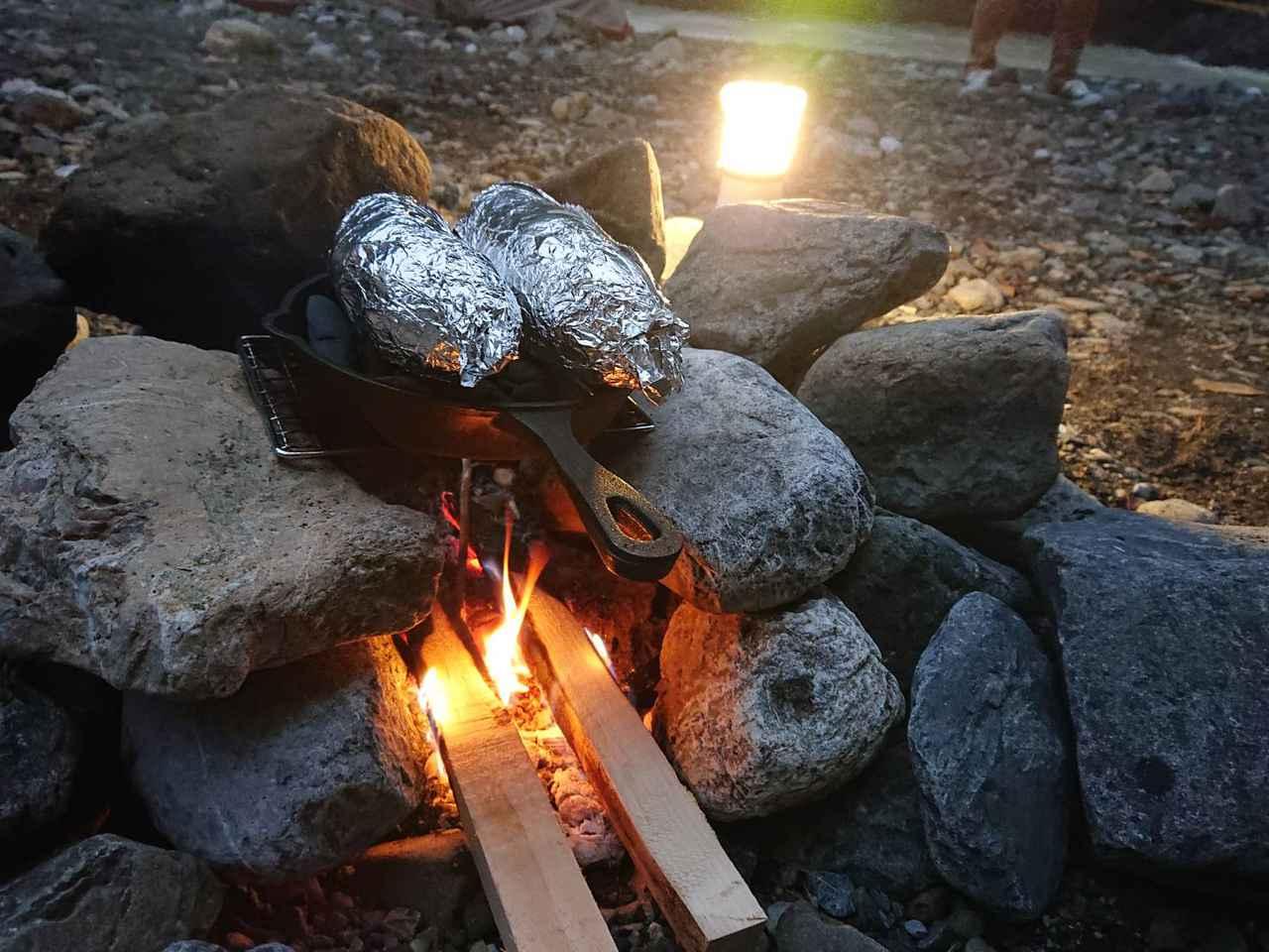 画像: 最高の焼き芋を温め中