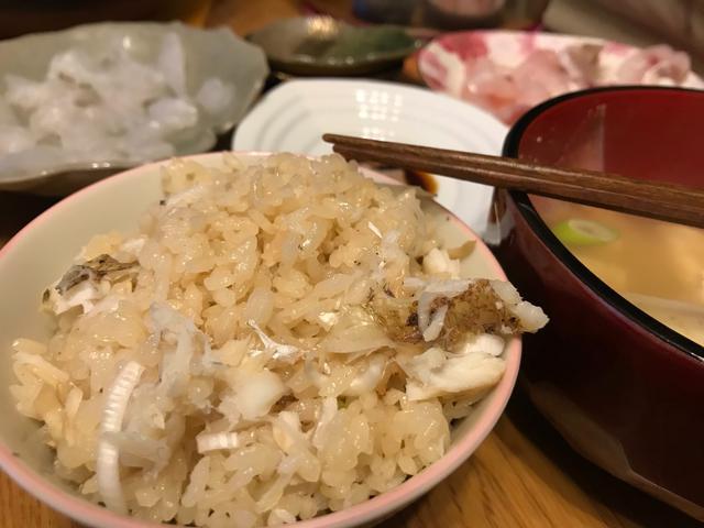 画像: 鯛めしと刺身と魚スープ。