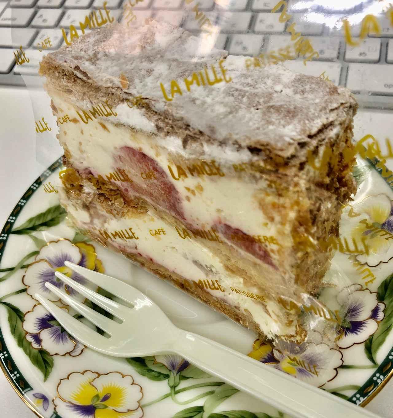 画像: ※プチ誕生日会=デスクでプレゼントのケーキを食べるだけ