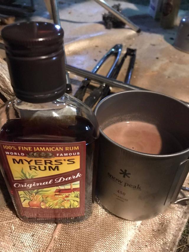 画像: ラム酒とココア