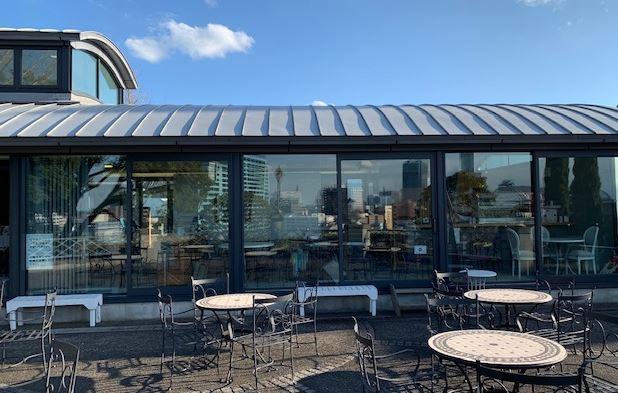 画像: ブラフガーデンカフェのテラス席