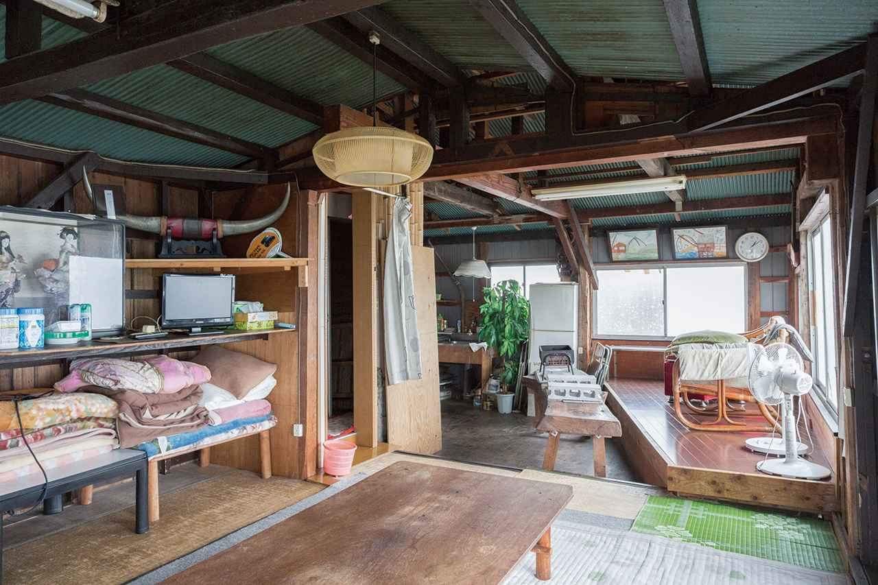 画像: 室内の広さやしつらえは、小屋によってさまざま。広ければ大人数でも利用可能
