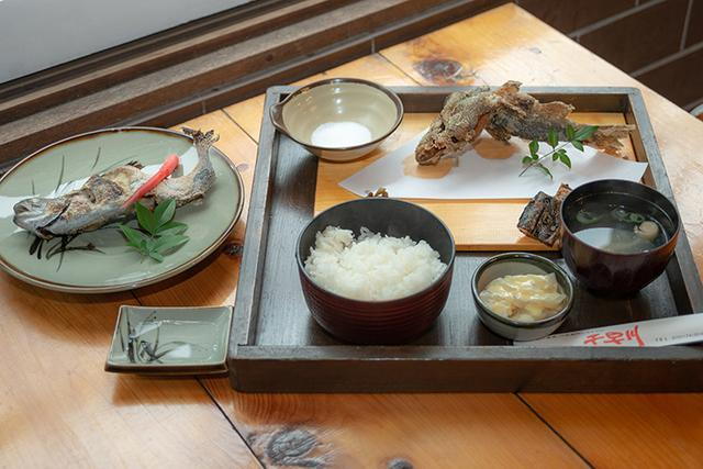 画像: 併設のレストランで絶品ニジマス料理を堪能!