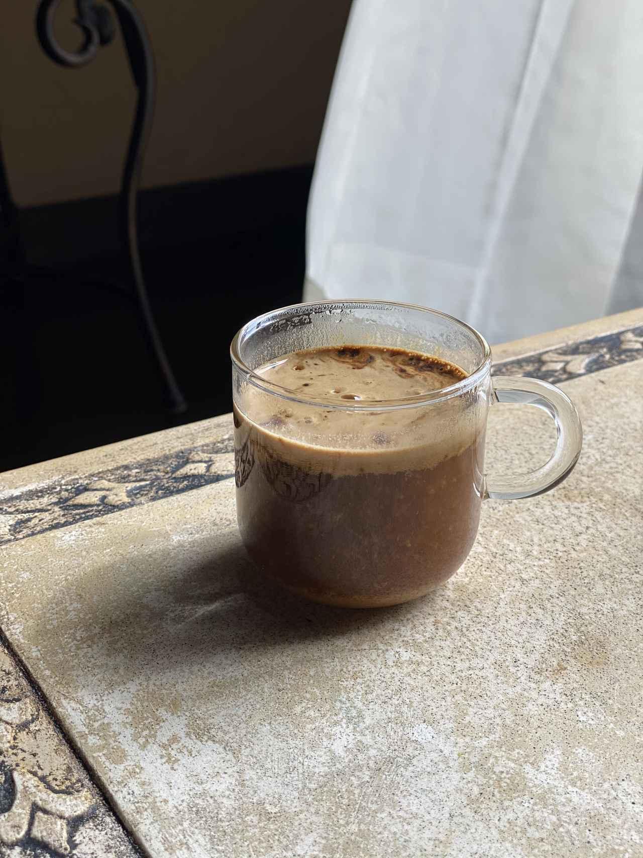 画像: 好みの飲み物に溶いてサッと取れるのがいいところ。 *追記)栄養素を一番良い状態で体に届けるため、 コーヒーのような刺激物に混ぜることや 熱いものに混ぜることはおすすめしていないのですが・・・と 販売元の方からメッセージをいただきました(汗)