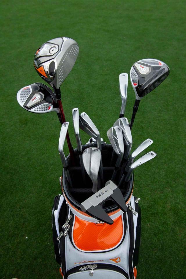 画像: 本間ゴルフと交わしたのは「10本契約」だが、ローズはすでに11本のクラブをバッグに入れている。それだけHONMAがお気に入りなのだ(2番と5Wはコースによって使い分け。実際はここにHONMAのウェッジ3本(48、52、56度)が加わる
