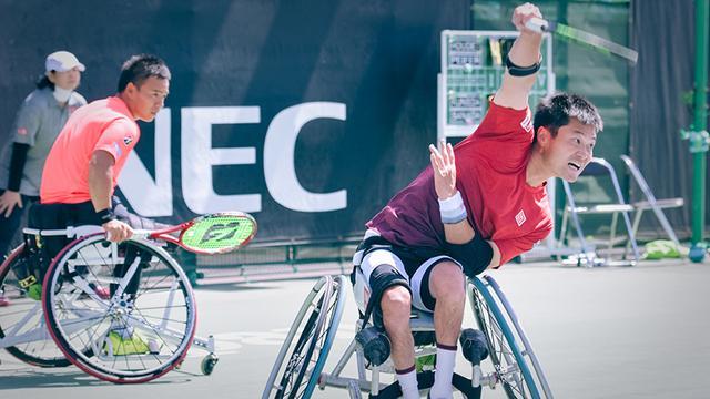 画像: 眞田卓選手=左=と国枝選手。今大会、男子ダブルスで準優勝を果たした