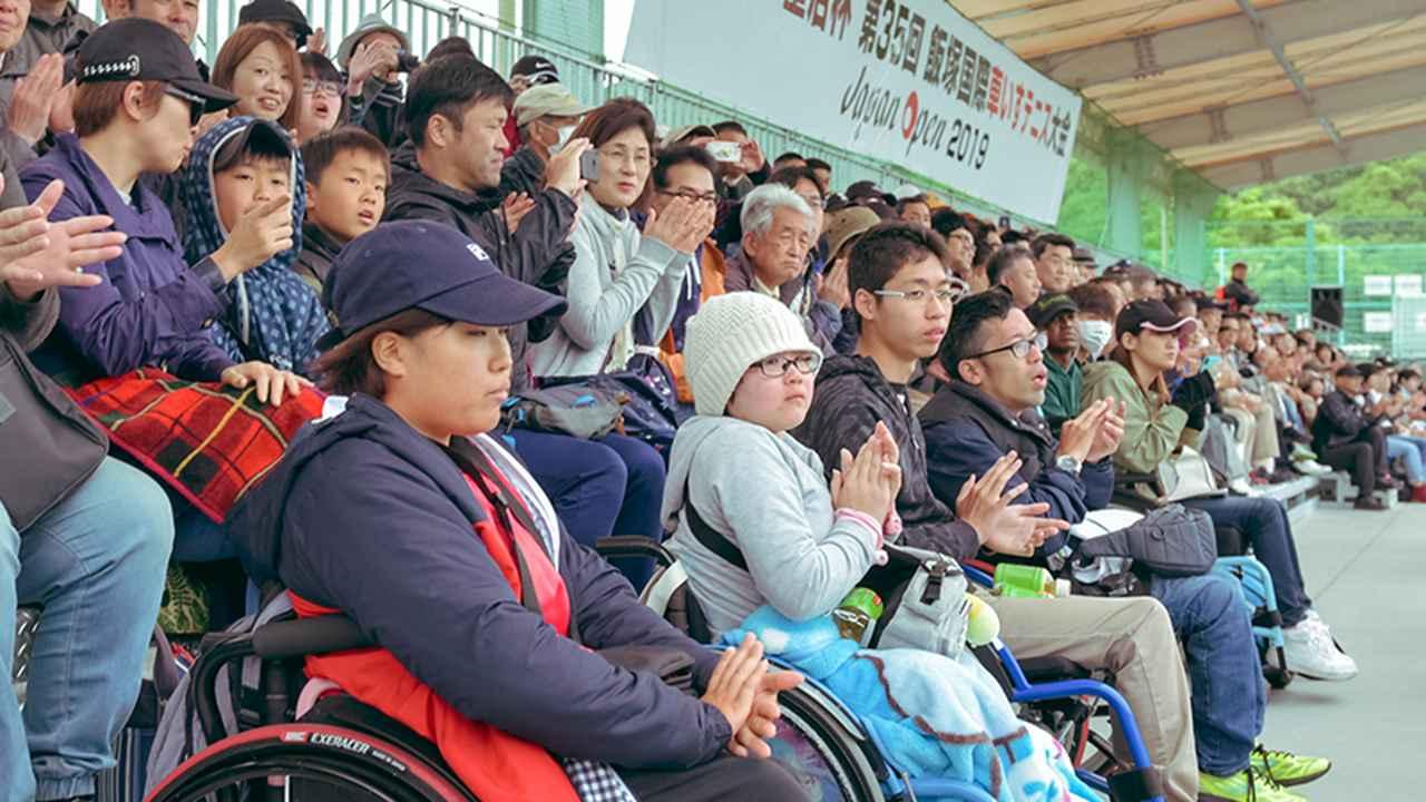 画像: 大会には多くの観客が集まった。子どもの姿も目立つ