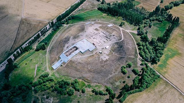 画像: カマン・カレホユック遺跡。遺跡は丘状で直径280m(写真提供:アナトリア考古学研究所)