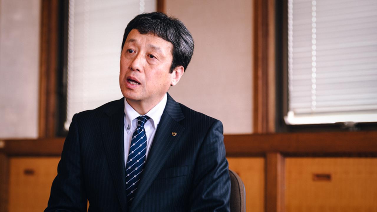 画像: 滋賀県工業技術総合センター 所長の小川栄司さん。「職員一人あたりの機器の利用件数は、全国一」と語る