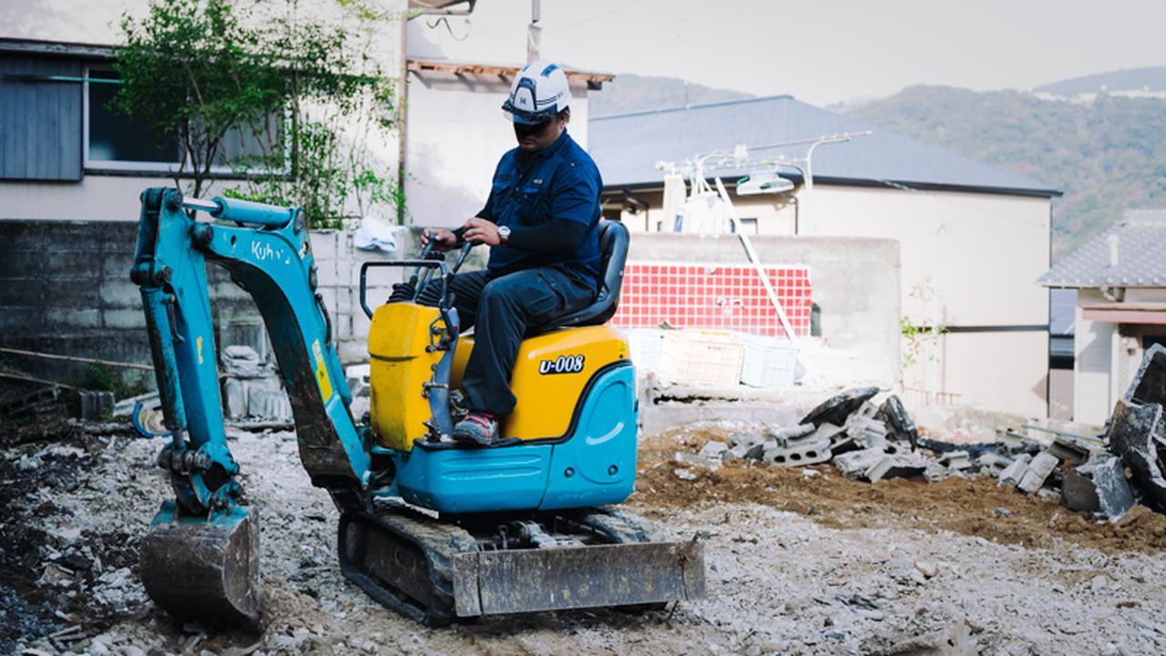 画像: 解体業に従事する濱崎翼さん