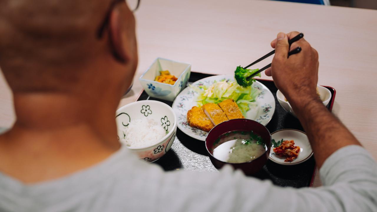 画像: 更生保護施設には専属の調理員がいて、1日3食提供される