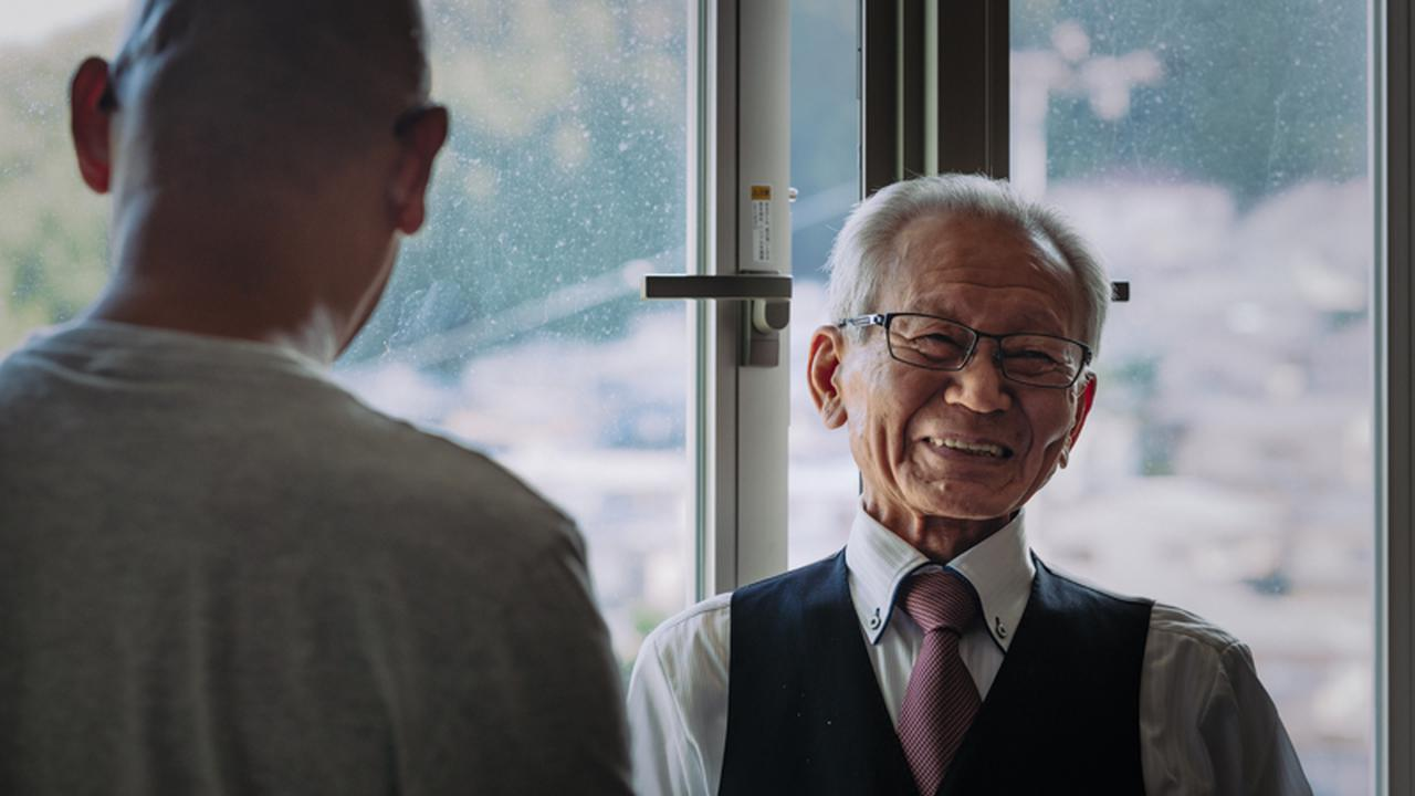 画像: 施設長の川内哲也さん。啓成会で500人近くの社会復帰を支えてきた