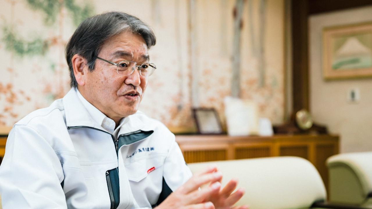 画像: ニッポン高度紙工業の取締役専務執行役員で、管理部門を統括する近森俊二さん