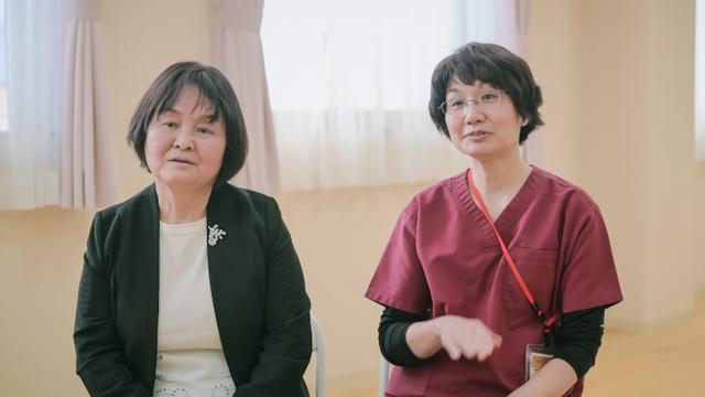 画像: 助産師の畑中洋子さん(右)と梅崎文子さん