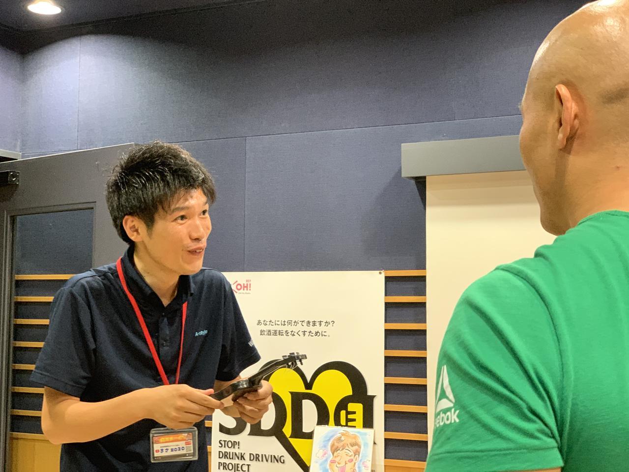 画像: ★中野さんから「ギターを使って面白いことやってみろ!」というムチャブリを受けるまさZO20。